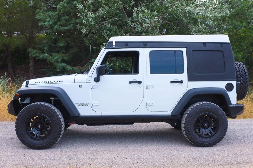 Le Jkamper tente de toit intégrée à un hard-top de Jeep Wrangler Unlimited JKU blanc extérieur
